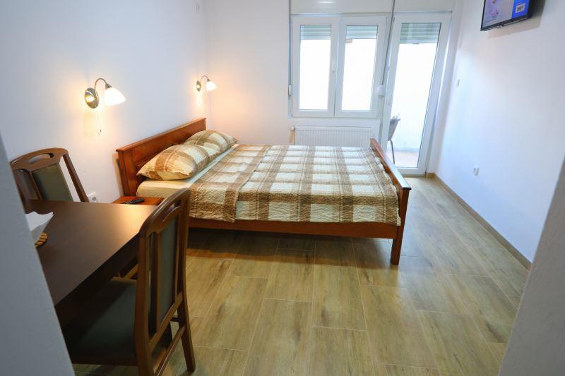 Lux Studio 3 - Kalinovica Sokobanja krevet