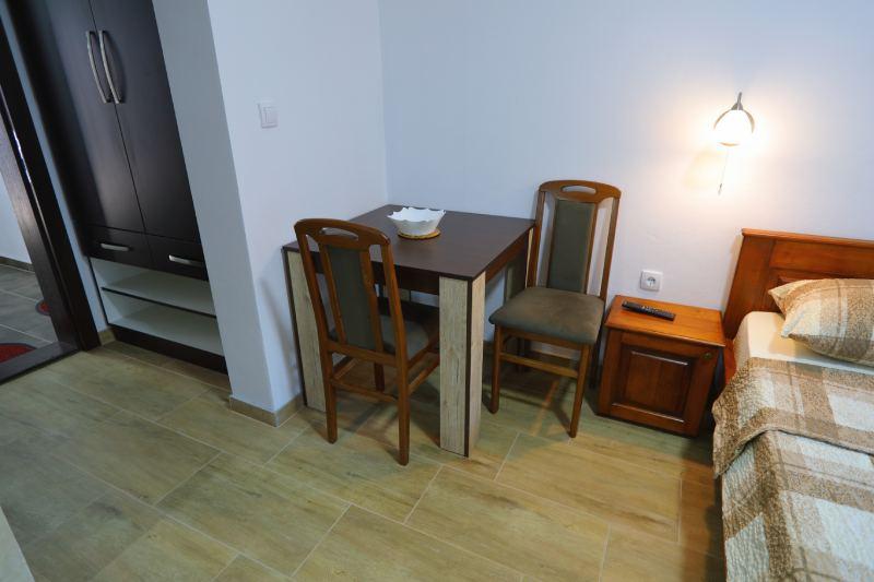 Lux Studio 3 - Kalinovica Sokobanja trpezarijski sto