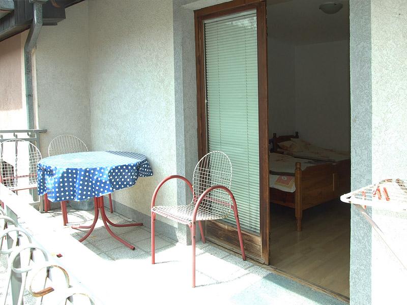 terasa u apartmanu 1 - kalinovica sokobanja