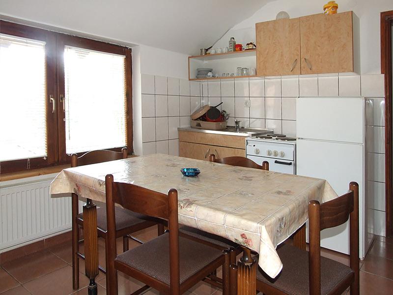 trpezarija u apartmanu 1